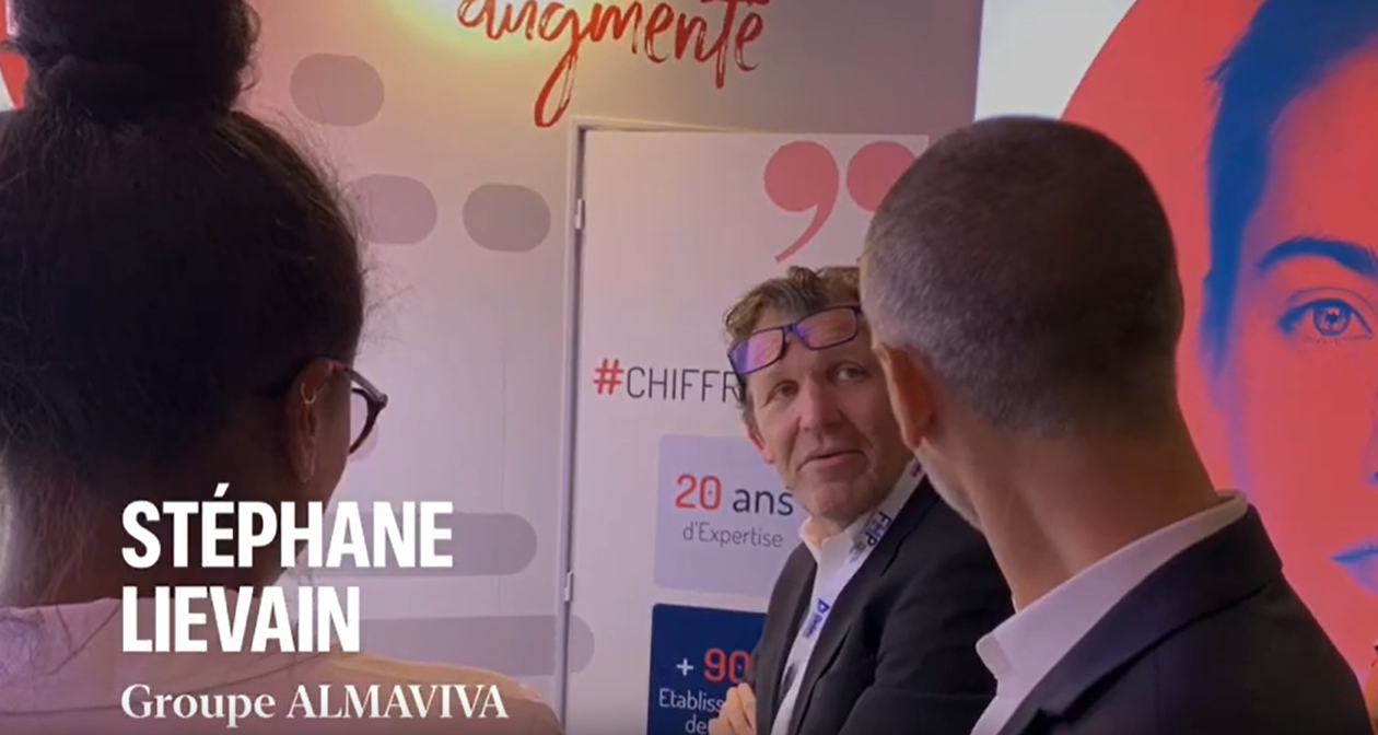 Stéphane Lievain General Manager Strategy Development du groupe Almaviva Santé en direct du stand SOFTWAY MEDICAL